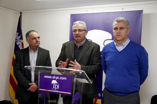 Jaume Font (centro) y Josep Melià (dcha.), durante la rueda de prensa que han ofrecido esta mañana.