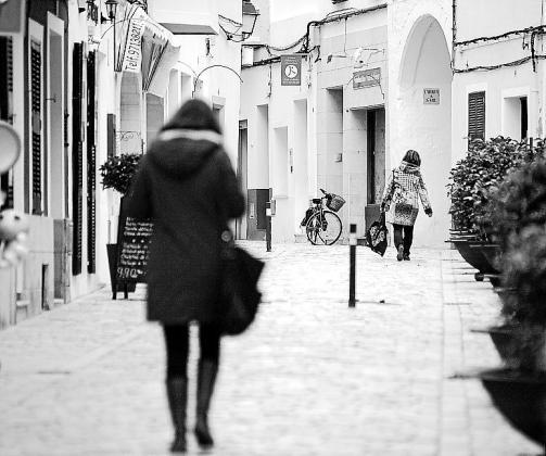 La calle Carnisseria está de moda. Sus comercios se han puesto las pilas y han conseguido atraer a los clientes a base de ingenio, alegría y seriedad en el trato.