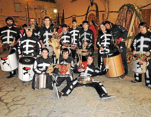 Todos los miembros de Batucada d'Albopàs, unos de los protagonistas de la fiesta.