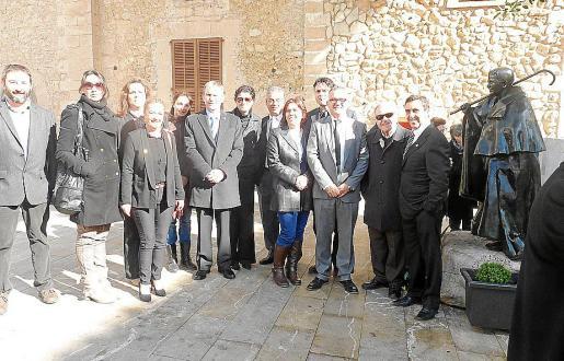 Las autoridades inauguraron la placa junto al 'Pastoret', en la Plaça de Sant Joan.