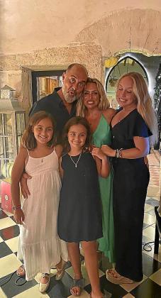 Juanjo Fraile celebró su cumpleaños con sus mujeres.