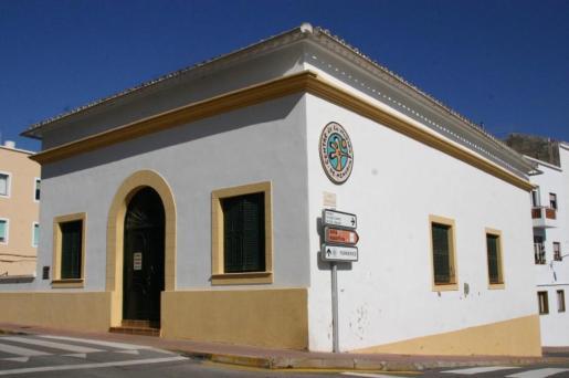 Uno de los motivos para visitar Ferreries es el Museu de la Natura, abierto todo el año.