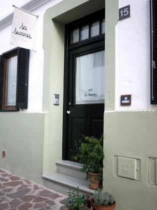 Ses Sucreres es un hotel «sencilla, refinada y cálidamente confortable en una atmósfera eléctrica e intemporal».