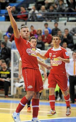 El mallorquín Miguelín celebra un gol durante un reciente encuentro de ElPozo Murcia.
