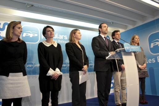 José Ramón Bauzá ha ofrecido la rueda de prensa junto al alcalde de Palma, Mateo Isern; la presidenta del Consell de Mallorca, María Salom; la presidenta del Parlament, Margalida Durán; y la delegada del Gobierno en Baleares, Teresa Palmer.