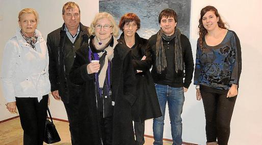 Maria Ostroobsky, Joan Salom, Maria Parets, Llorenç Perelló y Cata Campins con la pintora noruega.