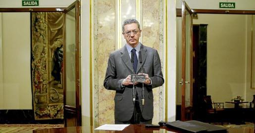 El ministro de Justicia, Alberto Ruiz-Gallardón, durante la rueda de prensa que ofreció ayer en el Congreso de los Diputados.