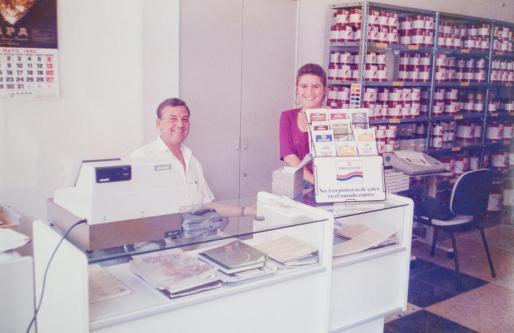 Bernat Petrus, fundador de la empresa familiar, al lado de Maribel, que a día de hoy sigue en la empresa.