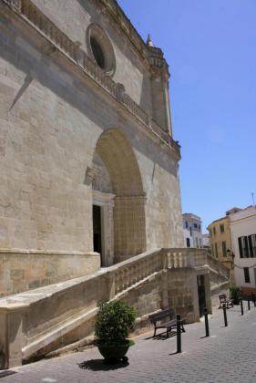 Convento reedificado en el siglo XVII y de inspiración barroca, la iglesia de Santa Eulàlia se alza majestuosa en el centro de la población.