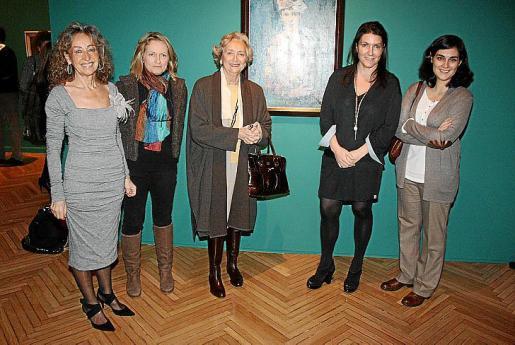 Susana Serrano, Mónica Mompó, hija del pintor Manuel Mompó; Pilar Citoler, Dolores Durán, comisaria de la exposición; e Inés Vallejo, asesora de la Fundación March.