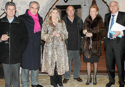 Pedro Adrover, Andreu Mesquida, Pilar Cavero, Christina Hechker, Guillem Roser, parte de la junta directiva junto a sus parejas.