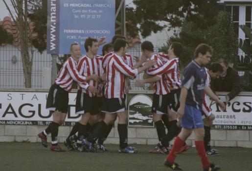Es Mercadal y el fútbol han ido siempre ligados. Y este año el equipo local celebra ya su 90 aniversario.