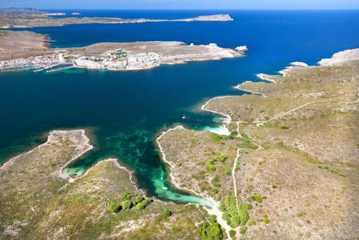 Una vista aérea de Cabra Salada, una recóndita calita situada en la bahía de Fornells, en el término municipal de Es Mercadal.