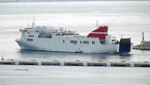 El 'Albayzin', ayer en el puerto de Palma, que visita por vez primera desde su entrada en servicio. g Foto: GABRIEL ALOMAR