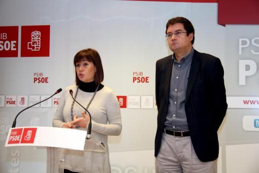 Óscar López y Francina Armengol, durante la rueda de prensa que han ofrecido esta mañana.