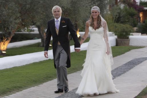 Santiago Cañizares y Mayte García, el día de su boda celebrada en Ibiza.