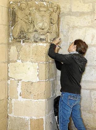 En el inventario de nuevas inscripciones encontradas en el campanario de la Catedral abundan los nombres de personas, fechas y oficios.