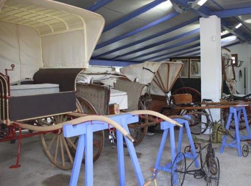Algunas piezas de la colección de carruajes antiguos.
