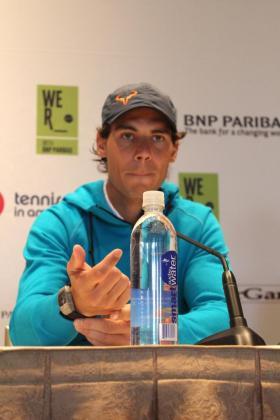 Rafael Nadal responde a las preguntas de los medios, ayer, en Nueva York.