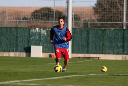 El jugador del Mallorca, Antonio Luna, durante un entrenamiento.