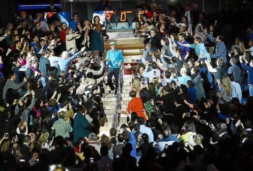 AGX16. NUEVA YORK (NY,EEUU), 04/03/13.- El español Rafael Nadal a su llegada previo a un partido del partido de exhibición de BNP Paribas disputado ante el argentino Juan Martín del Potro hoy, lunes 4 de marzo de 2013, en el Madison Square Garden de Nueva York (EEUU). EFE/ANDREW GOMBERT     EEUU TENIS BNP PARIBAS