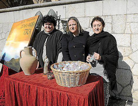 Margalida Socias, Concha Bennàssar y Catalina Coll.