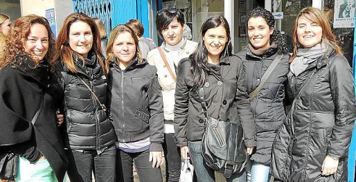 Fanny Ramonell, Maria Asunció Comas, Maria Martí, Antònia Ramis, Magda Moyà, Maria Antònia Alorda y Xisca Vallés.
