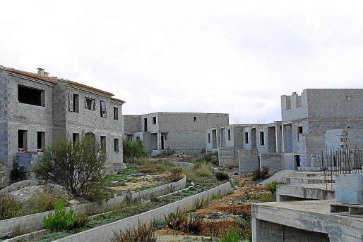 Imagen de los apartamentos a medio construir en ses Covetes.