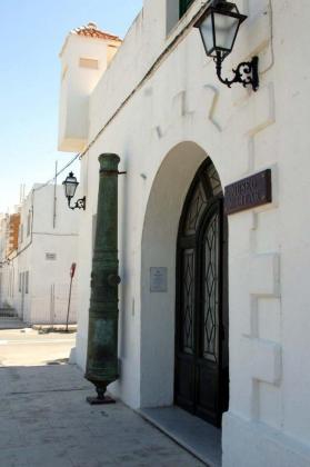 El pueblo del levante menorquín de Es Castell destaca por su estructura urbana militar y alguno de los edificios más destacados es el Museu Militar de Menorca.