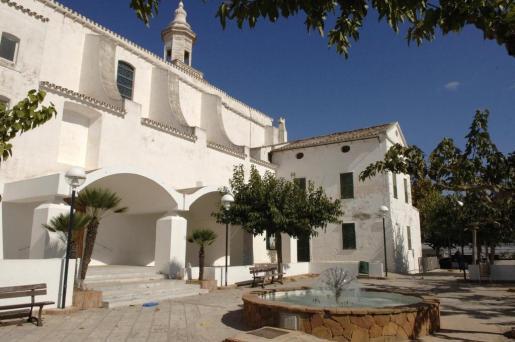 La iglesia de Sant Lluís, uno de los edificios significativos del municipio.