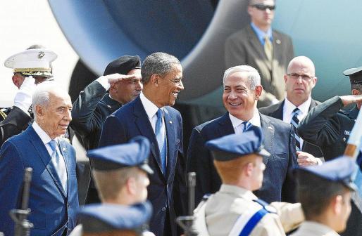 Barack Obama, entre el presidente israelí, Simón Peres, y el primer ministro, Benjamín Netanyahu.
