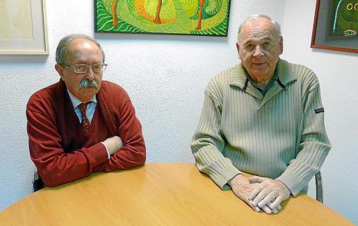 Antonio Miralles y Julián Delgado, autores del libro que mañana se presenta.