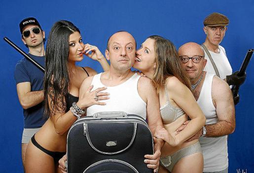 El elenco de 'Qui m'ha robat sa roba?', en una imagen promocional de la obra.