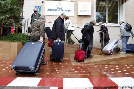 Turistas del Imserso en un hotel de Menorca.