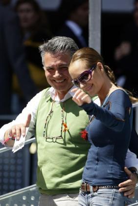 El presentador Juan Ramon Lucas y su novia Sandra Ibarra en una imagen de archivo.