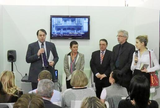 Un momento de la presentación con Félix de Paz, Carmen Serra, Antonio Gibert, Bernd Jogalla y Polina Kovalenko.