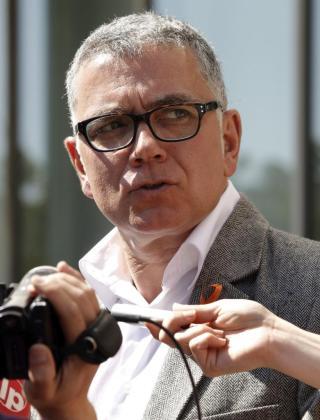 El periodista Juan Ramón Lucas, a su salida esta mañana al Juzgado de Instrucción número 9 de Valencia tras su juicio por conducir sin puntos en el carné.