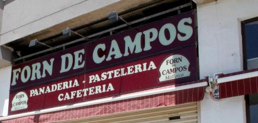 Rótulo de un establecimiento de la marca Forn de Campos.