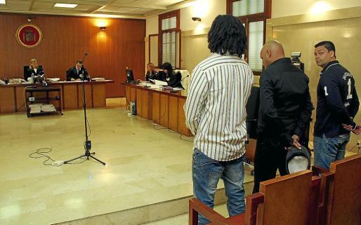 Los tres acusados, ayer, en la Audiencia Provincial durante el juicio.
