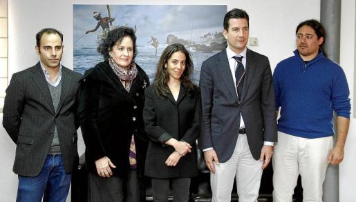 Amir Shakouri, Pilar Ribal, Eva Shakouri, Fernando Gilet y Lluís Lleó-Oller posaron en el Casal Solleric.
