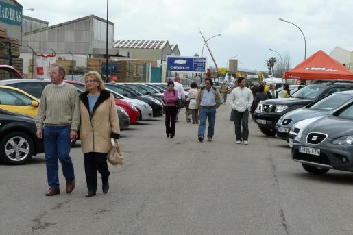 Los concesionarios sacan a la calle sus ofertas de vehículos y maquinaria agrícola.