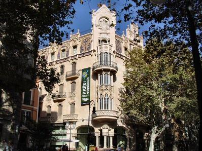 El centro CaixaForum está ubicado en el edicio del Gran Hotel de Palma.