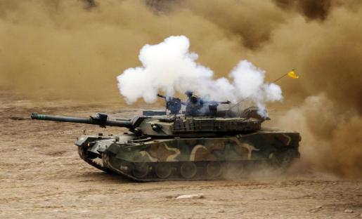 Soldados surcoreano participan en maniobras militares en Cheorwon.