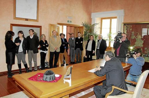 Una delegación del PSIB acudió a la Universitat para dar su último adiós a la rectora Casas.