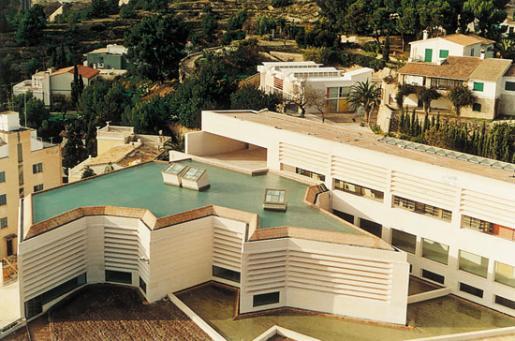 El edificio fue en parte diseñado por Rafael Moneo.