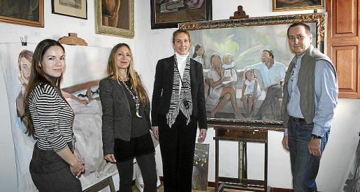 Natalia Dorado, esposa del artista; Inma Bianchi, la representante de Fayos, Beate Vianden; y Gerad Harnischmacher.