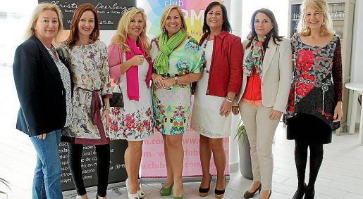Reyes Marinelli, Caterine Villalonga, Iris Furer, Kettylin Magnusson, Caty Serra, Juana Martínez y Elisabeth Dickinson.