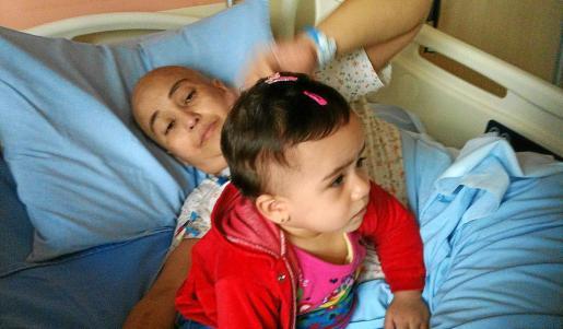 Elenilde está ingresada en un hospital de Sao Paulo, esperando el trasplante de células medulares que pueden salvarle la vida.