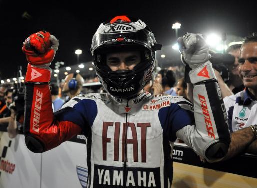 El piloto español Jorge Lorenzo celebra el segundo puesto en el Gran Premio de Qatar.