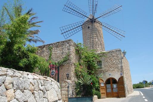 El restaurante está ubicado en un antiguo molino, en la entrada de Sineu.